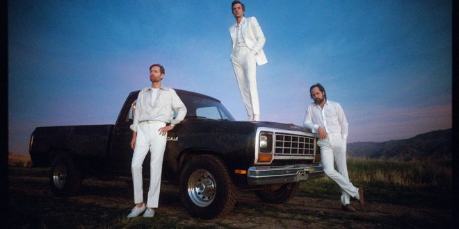 The Killers' 'Imploding The Mirage' Sets Fast Pace In U.K. Chart Race