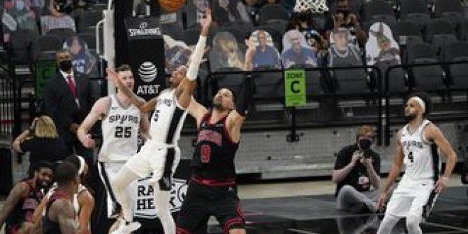 Poeltl, DeRozan lead Spurs past Bulls in Vucevic's debut