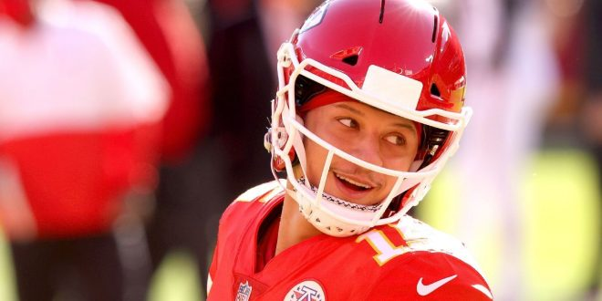 Sources: Chiefs to restructure Mahomes' contract