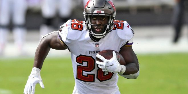 Source: Fournette agrees; all Bucs starters back
