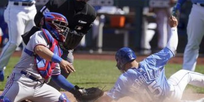 Royals offense stays hot in 11-4 comeback win over Rangers