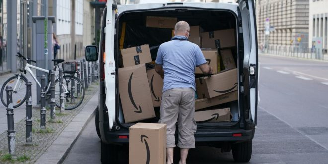 Amazon Mumbles 'Sorry' for Denying Its Workers Pee in Bottles, Says Uber and UPS Drivers Do It, Too