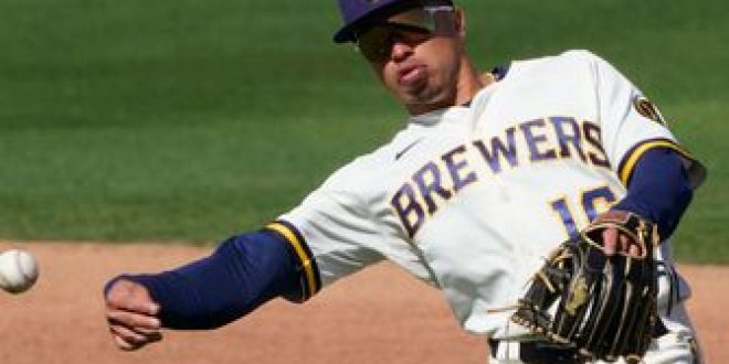 Brewers put Wong on injured list, recall Peterson