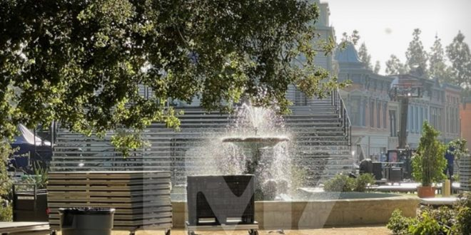 'Friends' Reunion to Use Opening Credits Fountain, Original Stage
