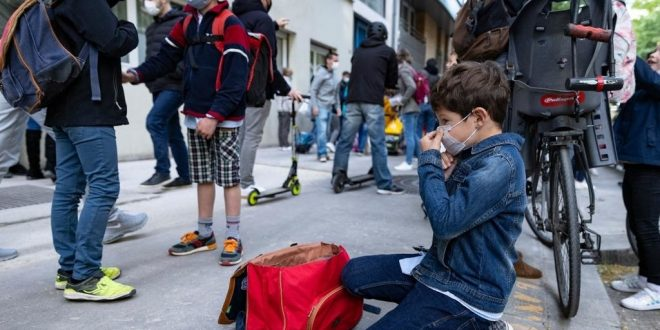 Covid-19: Schools reopen across France despite spike in ICU admissions