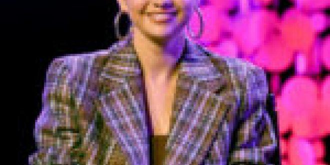 Selena Gomez Is 'Back to Work' in Smoldering Blonde Selfie
