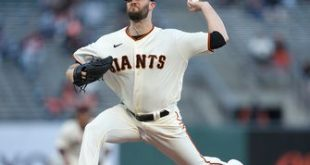 Alex Wood shines, Giants pile on against Rockies, win 7-3