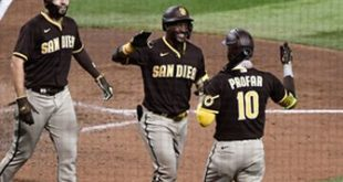 Padres offense explodes in 12-3 win over D'Backs