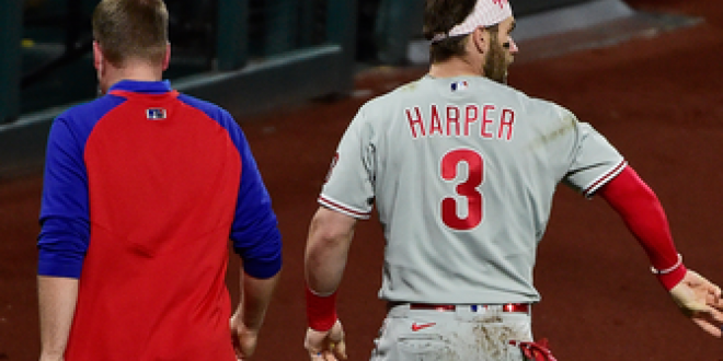 Bryce Harper leaves game after taking fastball to face, Phillies down Cardinals, 5-3