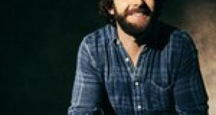 Thomas Rhett Thanks God He's a Country Boy on New Album, 'Country Again: Side A'