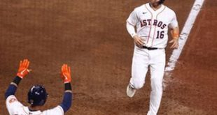 Astros ride four-run eighth to 7-5 comeback win over Mariners