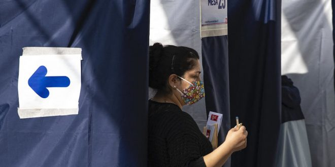 Independents, leftists lead partial tally in Chilean vote to rewrite constitution