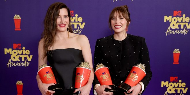 WandaVision Best Show Win Gets A Lyrical Toast From Elizabeth Olsen