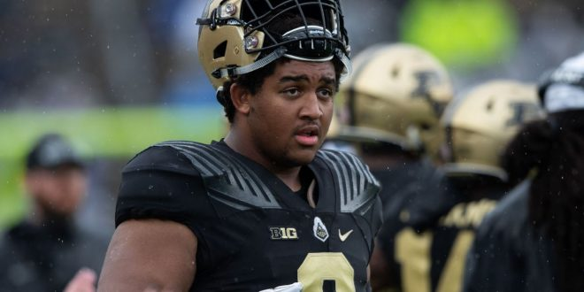 Saints sign rookie Neal 28 years after drafting dad