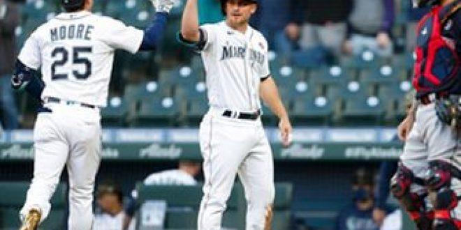 Dylan Moore homer breaks game open in Mariners' 7-3 win over Indians