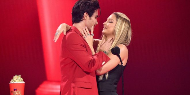 Madelyn Cline and Chase Stokes Recreate Their Iconic Outer Banks Kiss At MTV Movie & TV Awards