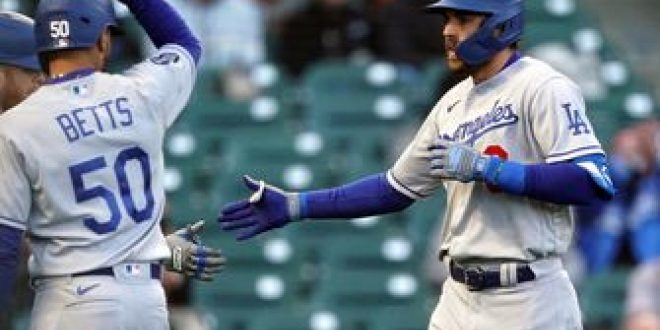 Chris Taylor's home run lifts Dodgers past first-place Giants, 2-1
