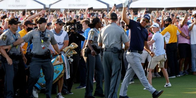 PGA CEO apologizes for crowd control on 18