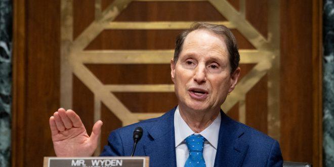 Finance chairman investigating drugmaker AbbVie's tax strategy