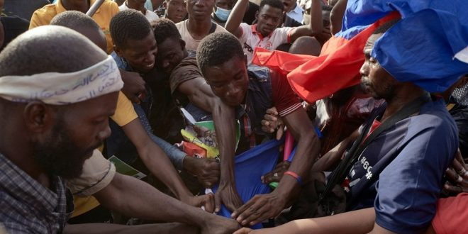 News24.com | Mali opposition supporters rally as France warns ruling junta