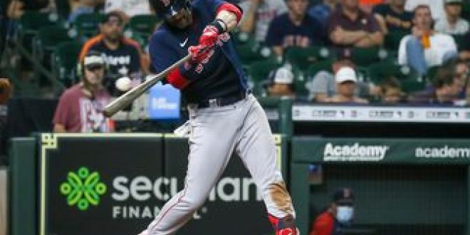 Red Sox beat Yankees with timely hitting from Bobby Dalbec and Kike Hernández, win 7-3