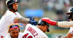 Indians score four in the ninth, complete comeback in 10th with 5-4 win over Mariners
