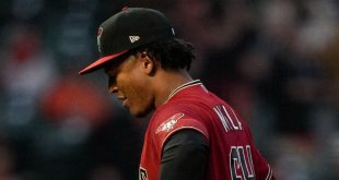 D-backs tie record with 22nd straight road loss