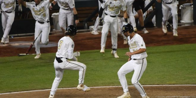 Vandy scores on wild pitch in 9th to stay at CWS