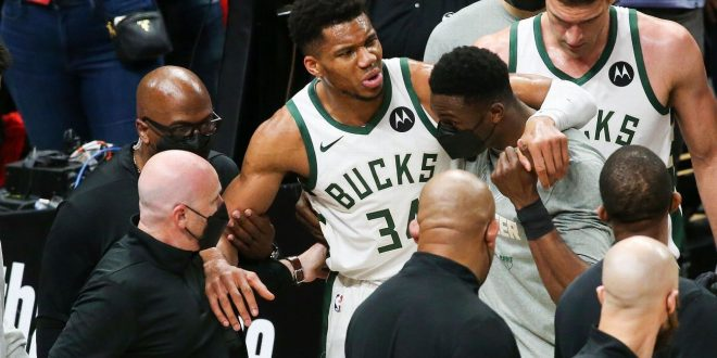Giannis exits Bucks' loss with hyperextended knee