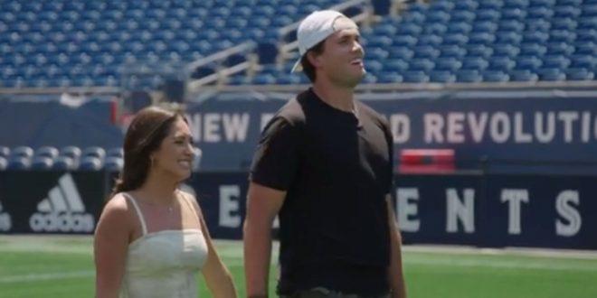 Patriots' Hunter Henry, wife have epic Gillette Stadium gender reveal