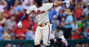 Bryce Harper, Rhys Hoskins go deep in Phillies' 4-2 win vs. Padres
