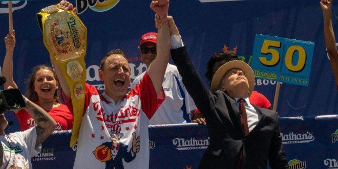 Spirit of 76: Champ Chestnut sets hot dog mark