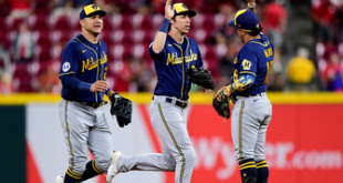 Brewers break away late in 11th inning, edge past Reds 7-4