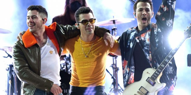 Jonas Brothers Destroy Iconic Olivia Rodrigo, Harry Styles Songs On The Tonight Show