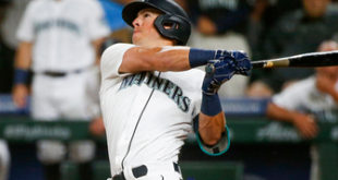 Dylan Moore's go-ahead grand slam completes Mariners' epic comeback win vs. Astros, 11-8