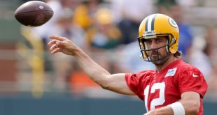 Sources: Rodgers signs reworked Packers deal