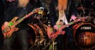ZZ Top Plays First Concert Following the Death of Longtime Bassist Dusty Hill